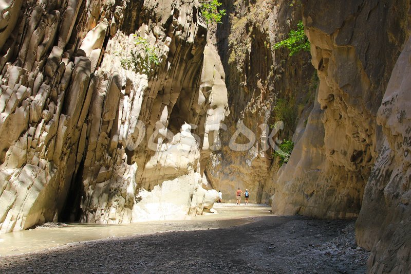 It is better to walk along the Saklikent canyon with a companion
