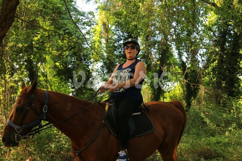 Horse riding in Yaniklar