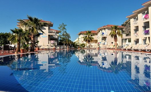 <p>Being located in just 300 metres from the Oludeniz Beach&nbsp;the rooms&nbsp;in Blue Lagoon Hotel complex&nbsp;feature&nbsp;country-style&nbsp;with a private balcony. There is a&nbsp;indoor restaurant with a terrace, and a large outdoor swimming pool in Blue Lagoon Hotel Oludeniz. Room is suitable for 2 people.</p>