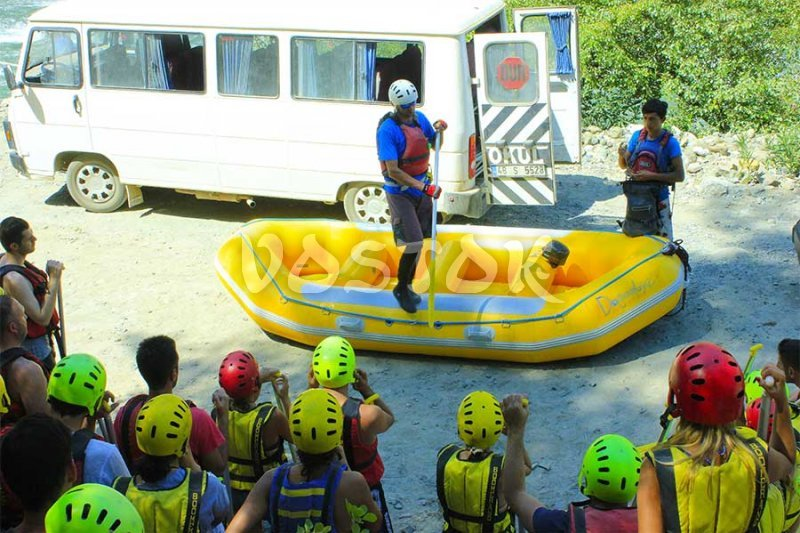 Safety briefing before the Fethiye rafting trip