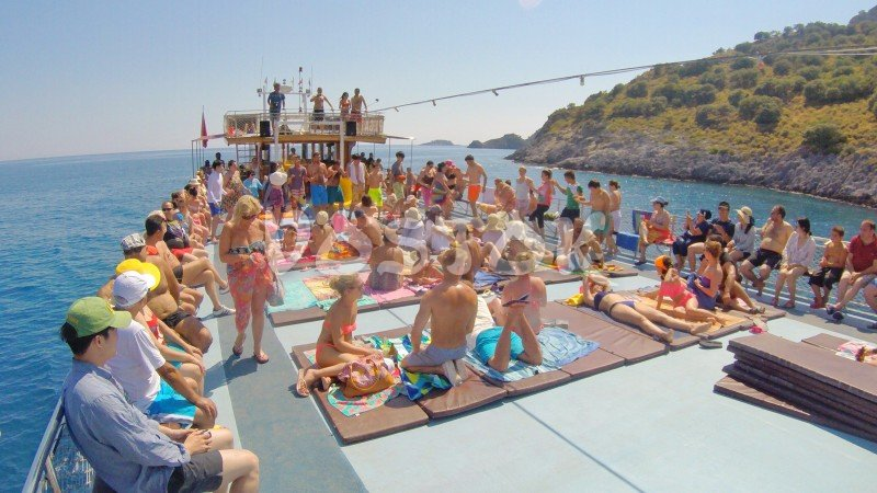 Here is what is going on sun deck during Oludeniz boat trips