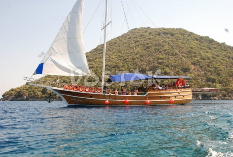 Kardesler 5 is great for private sailing boat hire from Fethiye harbor for up to 30 people