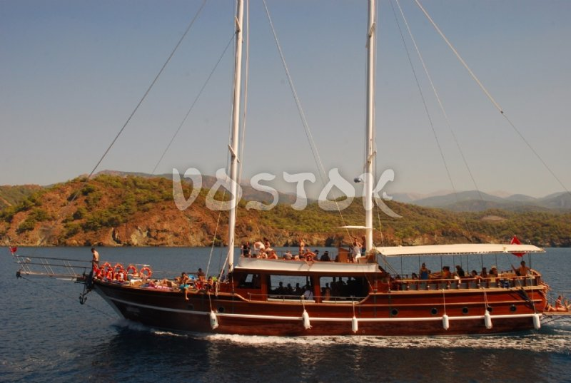 Kardesler 3 sailing boat is available for private boat hire from Fethiye harbor and it can accommodate up to 90 people