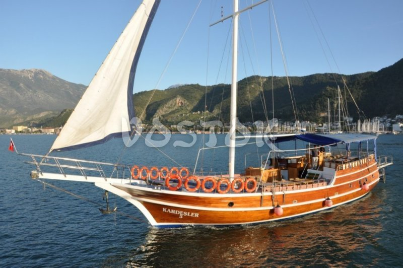 Kardesler 5 has a cabin inside for those how are tired from sun - Private Boat Hire Fethiye