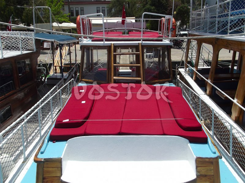 Sweet Pea upper and lower decks are equipped with comfortable sunbeds - Private Boat Hire Fethiye