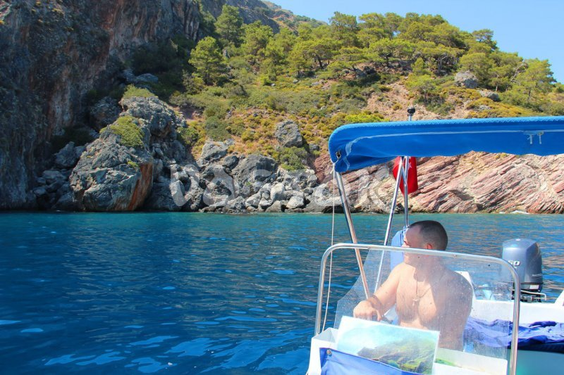 Hire speed boat in Oludeniz and be your own captain - go and stop whenever you want