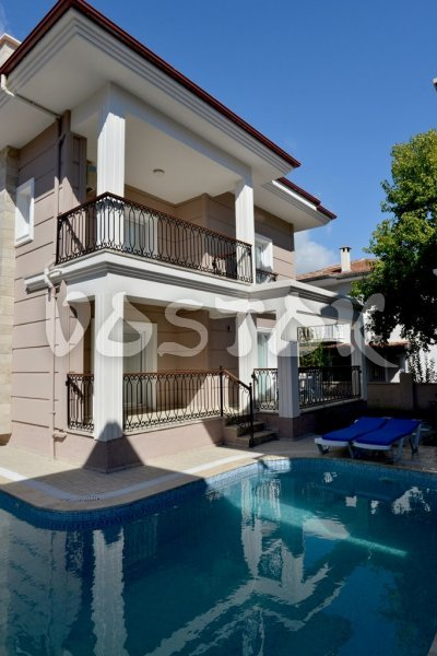 Shared pool with sunbeds - Talia Villa in Calis Fethiye