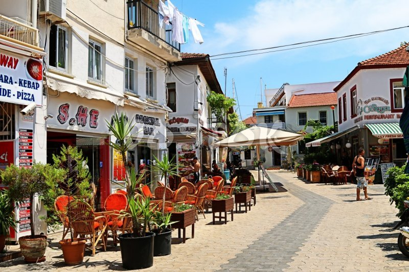 Narrow tiny streets of Marmaris