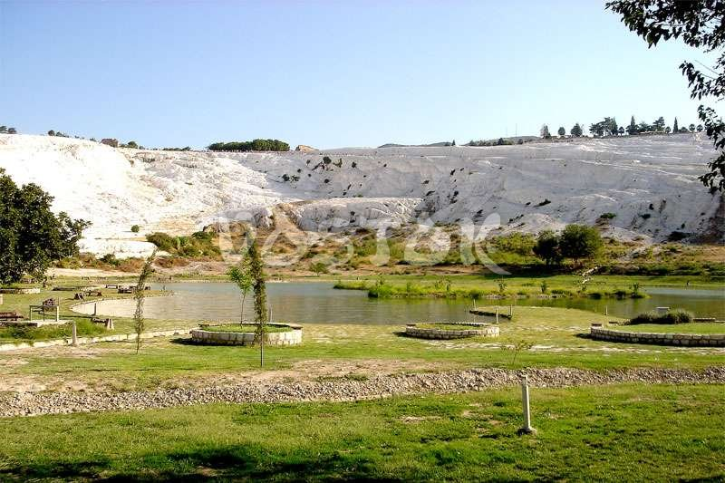 Park and lakes in Pamukkale