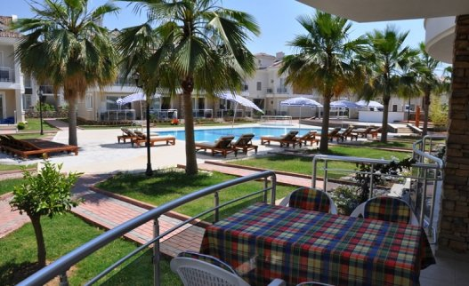 <p>Nice one bedroom G1 Blue Green apartment in Calis is located on ground floor in 200 meters from the beach. Large terrace with BBQ facility. This Blue Green apartment is suitable for 3 people.</p>