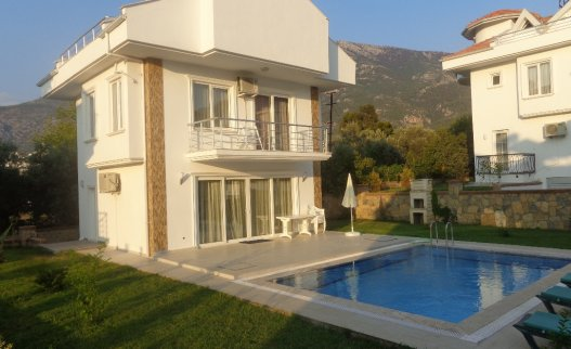 <p>The 3 bedroom Pine villa #6 with private swimming pool in Ovacik Hisaronu. Located in 5 minutes by walk from&nbsp;Hisaronu center.&nbsp;</p>