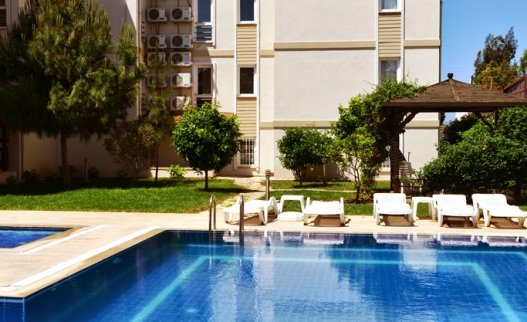 <p>This luxury, desirably positioned, Saros apartment in Calis has been finished to an exceptionally high standard and has been tastefully decorated and furnished throughout. With uninterrupted sea views and 4 people capacity just on Calis Beach.A central lift allows guests to move easily between the apartment, pool and barbecue areas and to the beach, only a stone&#39;s throw away. This makes this Calis apartment ideal for people with disabilities and seniors with pushchairs.</p>
